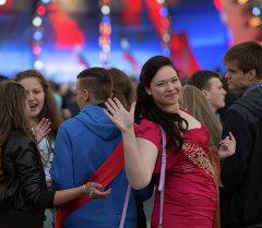 Выпускники школ на празднике Алые паруса на Дворцовой площади в Санкт-Петербурге. Архивное фото