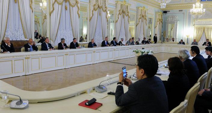 Санкт-Петербургдагы эл аралык экономикалык форум.