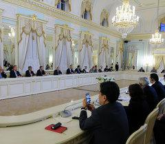 Петербургдагы экономикалык форумга Кыргызстандын ишкерлери да катышууда