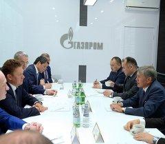 Президент Алмазбек Атамбаев и председатель правления ОАО Газпром Алексей Миллер обсудили развитие газового сектора.