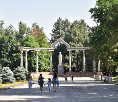 Памятник Курманжан Датки в центре столицы. Архивное фото