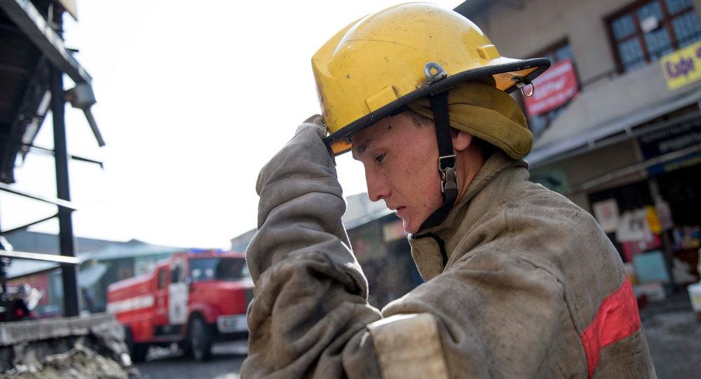 Сотрудник пожарной службы на службе. Архивное фото