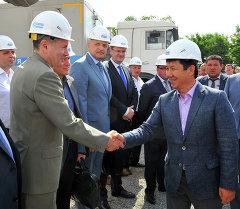 Премьер-министр Темир Сариев Газпром-Кыргызстан ЖЧКсынын газ өткөрмө тутумунун объектилери менен таанышты