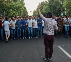 Участники масштабной акции протеста против повышения тарифов на электроэнергию. Архивное фото