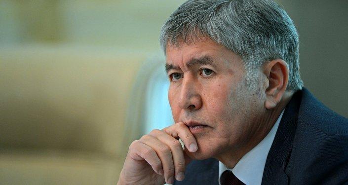 Архивное фото президена КР Алмазбека Атамбаева