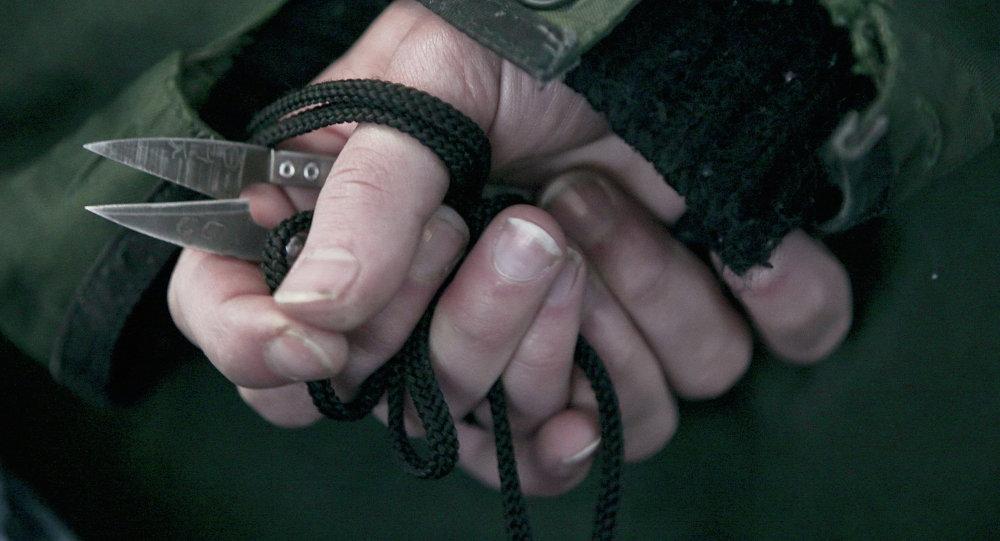 Руки заключенного. Архивное фото