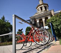 Бишкекте велосипеддерди киреге берүү станциясы