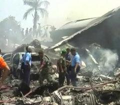 Военно-транспортный самолет Hercules C-130 производства США упал на отель и жилые дома на острове Суматра в Индонезии, по меньшей мере 113 человек погибли.