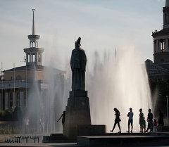 Бишкектеги филармониянын архивдик сүрөтү