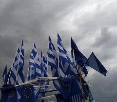 Флаг Греции и Евросоюза. Архивное фото