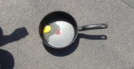 Sputnik агенттигинин ашпозчулары жумуртка чегилген табаны күнгө коюп, жеңил тамак даярдоого аракет кылышты