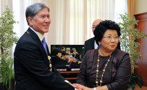 Экс-президенты Кыргызстана Роза Отунбаева Алмазбек Атамбаев. Архивное фото