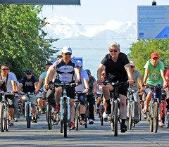 Премьер-министр Темир Сариев баштаган өкмөт мүчөлөрү менен веложүрүшкө жана спорттук иш-чараларга катышты.