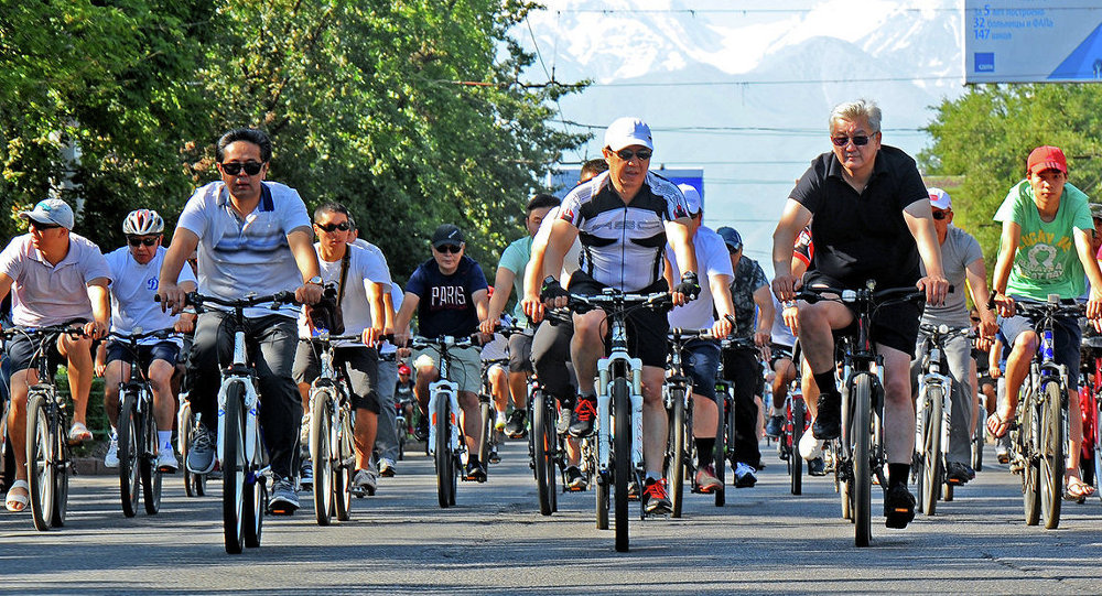 Члены Правительства во главе с Премьер-министром Темиром Сариевым приняли участие в велопробеге и в спортивных мероприятиях