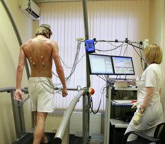 Футболист проходит медицинский осмотр. Архивное фото