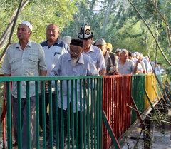 Баткен облусунун Кызыл-Кыя шаарындагы Кара козу айылында бир миллион сомдой каражатка эки көпүрө бүткөрүлдү.