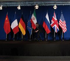 Ирандын өзөктүк программасына катышкан мамлекеттеринин желеги. Архив