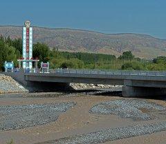 Жалал-Абаддын Сузак районундагы Көк-Арт дарыясына курулган көпүрө