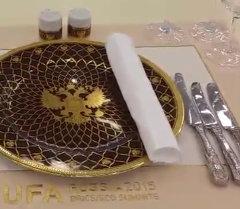 Расмий делегацияларды кабыл алуучу зал ШКУ жана БРИКС саммиттери өткөн Уфа шаарынын Конгресс-холлунда жайгашкан.