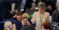 Премьер-министр Греции Алексис Ципрас впервые после воскресного референдума выступил на пленарной сессии Европарламента в среду. Смотрите на видео, как депутаты встречали греческого лидера.