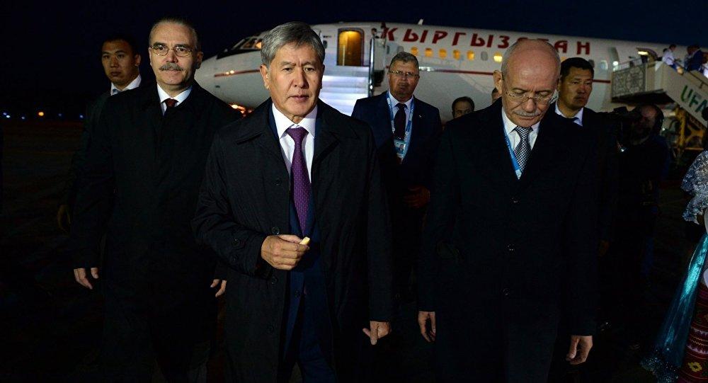 Мамлекет башчысы Алмазбек Атамбаев Уфага учуп келди.