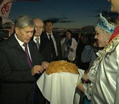 Хлебом и солью — как встречали Атамбаева в Уфе