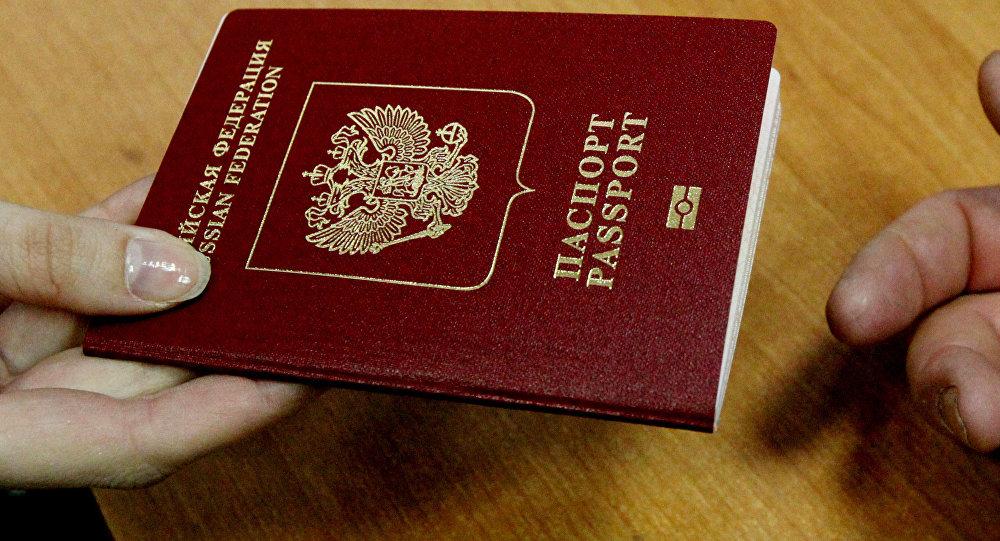 Оформление и выдача паспортов РФ. Архивное фото