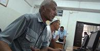 Большая часть водителей маршрутных такси Бишкека проваливают пересдачу экзамена на знание ПДД уже в первые минуты теста.