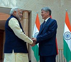 Президент Алмазбек Атамбаев встретился с Премьер-министром Индии Нарендрой Моди