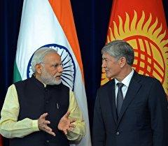 Президент Атамбаев менен Индиянын премьер-министри Нарендра Моди сүйлөшүүлөрү. Архив