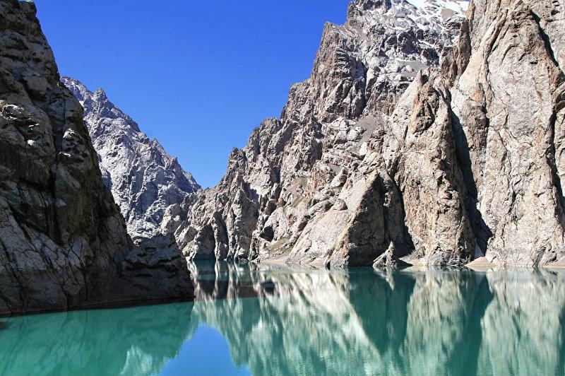 Высокогорное озеро Кёль-Суу – одно из малоизвестных, но красивых озер в Кыргызстане.