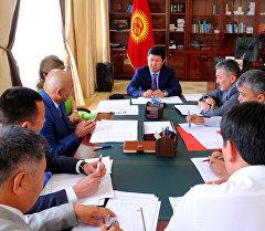 Өкмөт башчы Темир Сариев дене тарбия жана спорт агенттиги, Кыргызстандын Футбол Федерациясы жана Улуттук Олимпиада комитетинин өкүлдөрү менен жолукту.