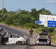 Сожженные машины в Мукачево, Украина. Архивное фото