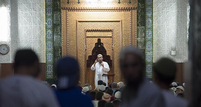 Мусульмане в мечети. Архивное фото