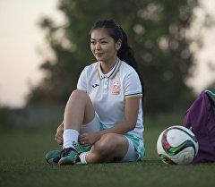 Мисс футбол - 2015 конкурсунун женүүчүсү Акеля Жумалиева. Архив