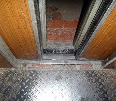 Лифты в многоэтажных жилых домах города Бишкек. Архивное фото