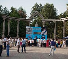 Бишкектеги Эмен багында Жаштар Жусуп Мамайды окуйт акциясы өттү.