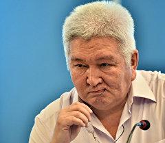 Ар-Намыс партиясынын лидери Феликс Кулов.