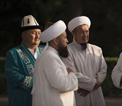 Руководящие кадры Духовного управления мусульман КР. Архивное фото