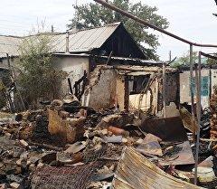 Соседний дом сгоревший во время спецоперации по уничтожению террористов