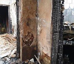 Соседний дом сгоревший во время спецоперации по уничтожению террористов. Архивное фото