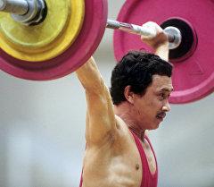 Олимпиада чемпиону Каныбек Осмоналиевдин архивдик сүрөтү