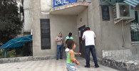 Очевидец воспроизвел действия грабителя банка