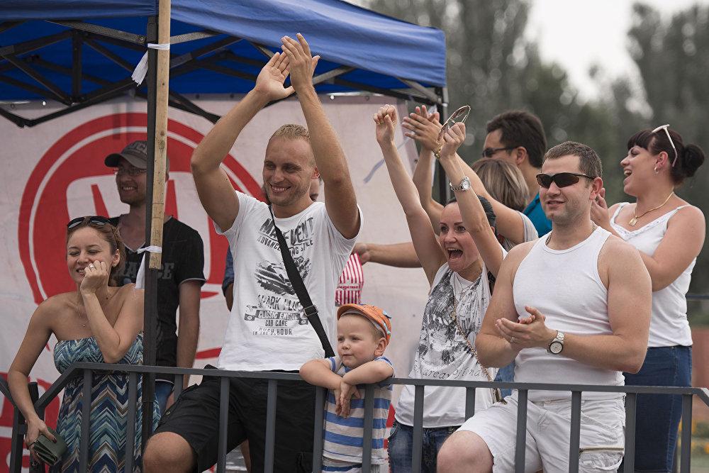 На площади Победы прошел чемпионат по автослалому