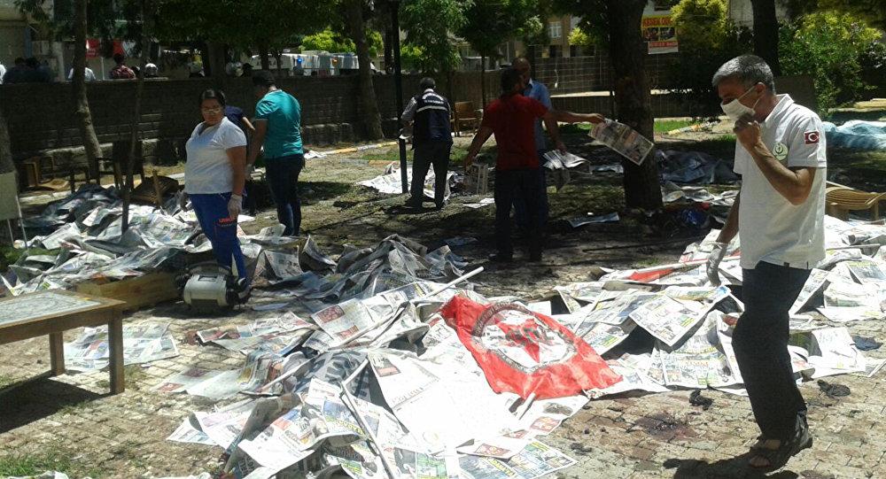 Двадцать семь человек погибли и более 100 ранены в результате теракта в турецком городе Суруче на границе с Сирией.