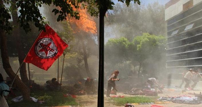 Двадцать семь человек погибли и более 100 ранены в результате теракта в турецком городе Суруче на границе с Сирией
