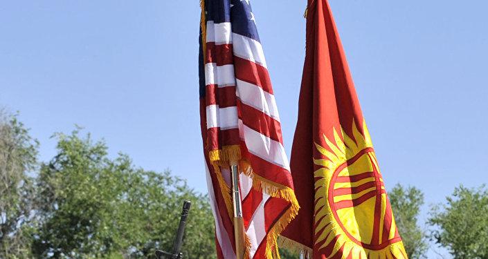 Церемония смены командования на американской военной авиабазе Манас