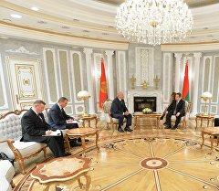 Президент Республики Белоруссия Александр Лукашенко и председатель ОБСЕ Ивица Дачич (в центре слева направо) во время встречи в Минске. Архивное фото
