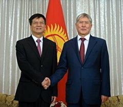 Президент Алмазбек Атамбаев принял генерального директора «Сhina road and bridge corporation» Лу Шаня.