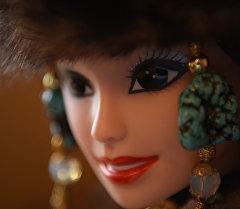 Мех, шокуле и драгоценности — одежда для кыргызской Барби